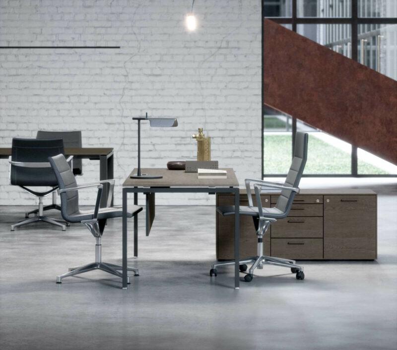 Schreibtisch-mit-kleinem-Sideboard-Furnier