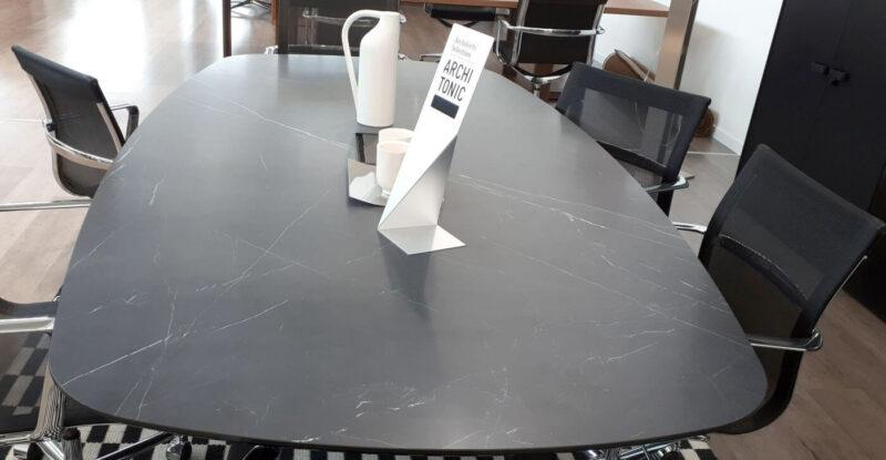 Oberflaeche-Keramik-Schwarz-matt