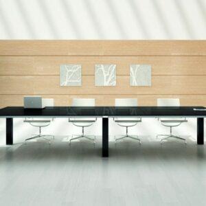 Konferenztisch für 12 Presonen