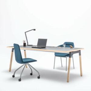 Schreibtisch-OGI_W-mit-Esche-Kante